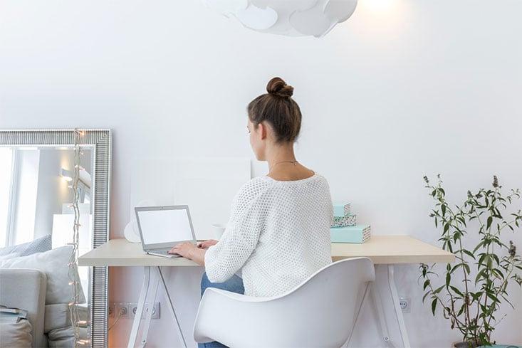 Fortalece tus piernas mientras trabajas