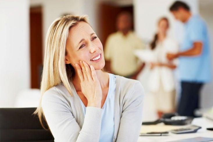 Cómo afectan los cambios hormonales a tu salud bucodental