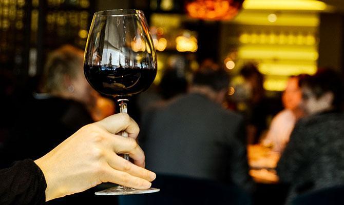 Pasos para catar un vino