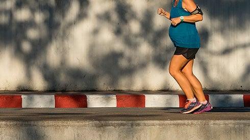 ¿Debo correr si estoy embarazada?