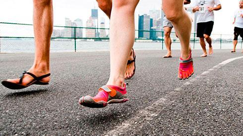 La nueva moda de correr descalzo