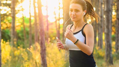 ¿Por qué es bueno correr con música?