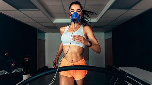 ¿Son realmente efectivas las máscaras de entrenamiento para runners?