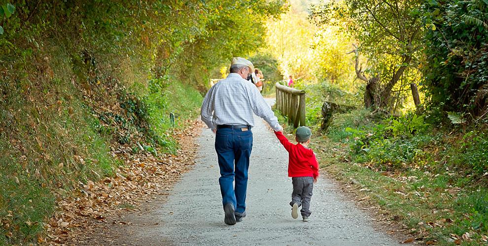 """""""Estoy en cinco minutos"""": ¿por qué vivir cerca de los abuelos?"""