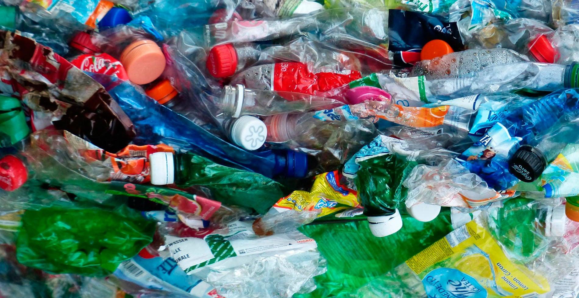 El viaje de una botella de plástico reciclada