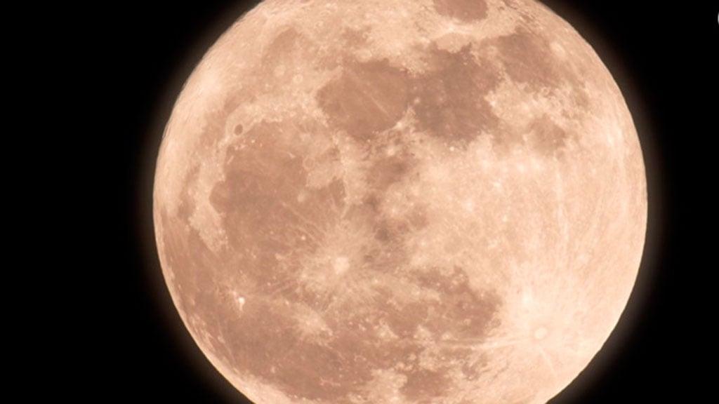 Contemplar la luna, un espectáculo único