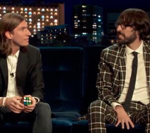 Filipe Luis y el cubo de Rubik