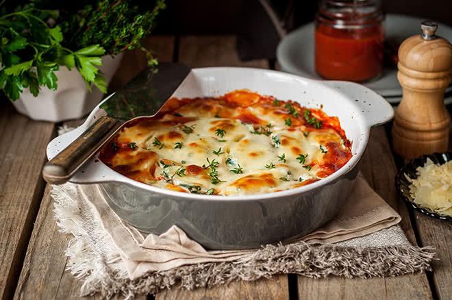 Lasaña de pollo y verduras con bechamel de calabacín