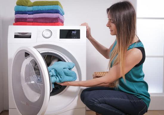 Por qué me quedan restos de detergente en la ropa