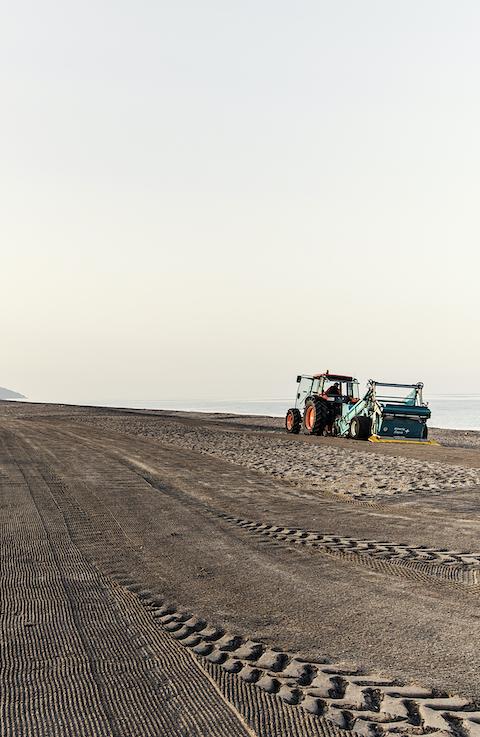 Desinfección, protección, educación: así se mantiene limpia una playa