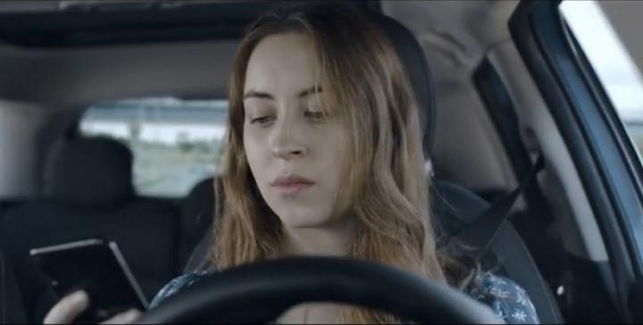 Por qué no debes llamar ni escribir a la persona que está conduciendo