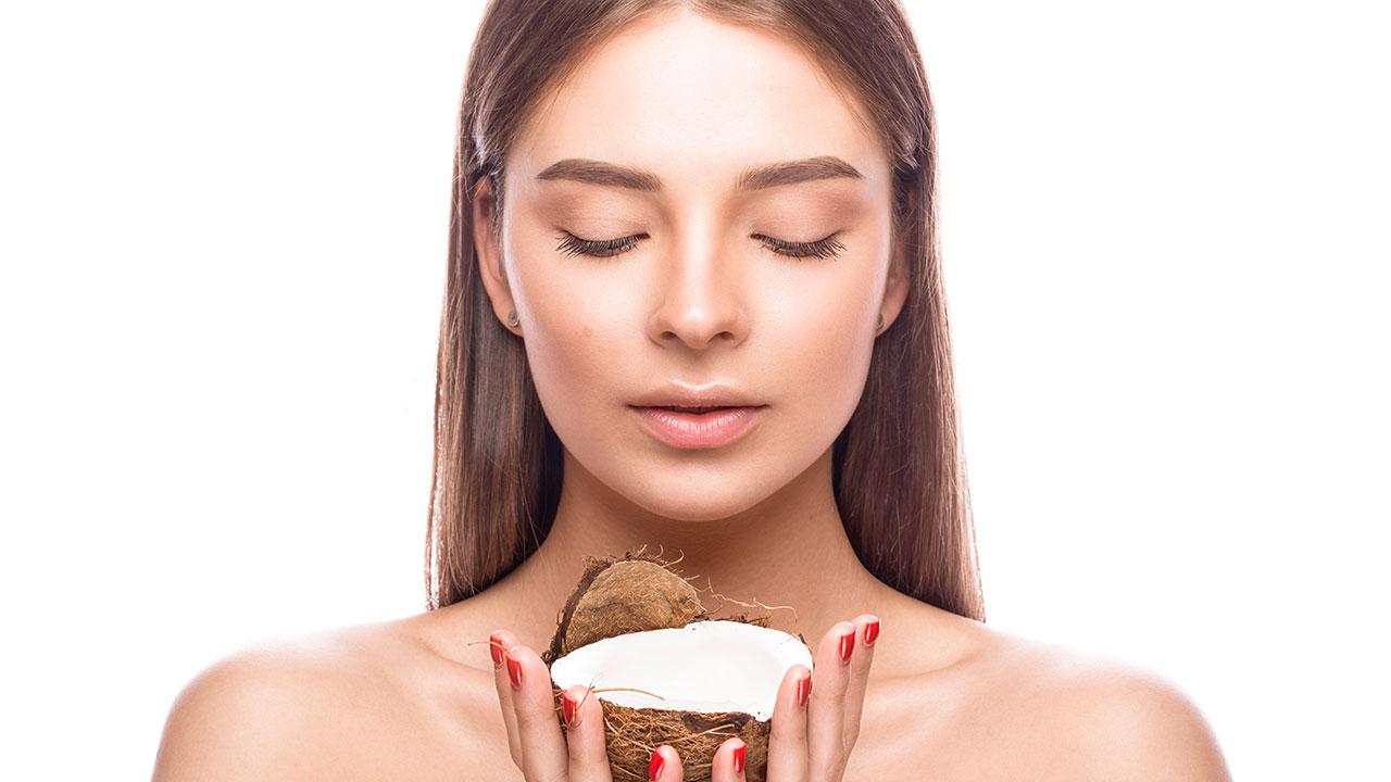 Las razones por las que tu cabello necesita leche de coco