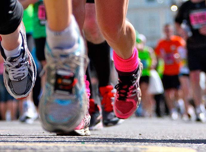 Runners y carreras populares: cómo evitar las lesiones