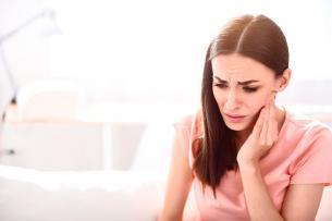 El peligro de usar adornos en la dentadura